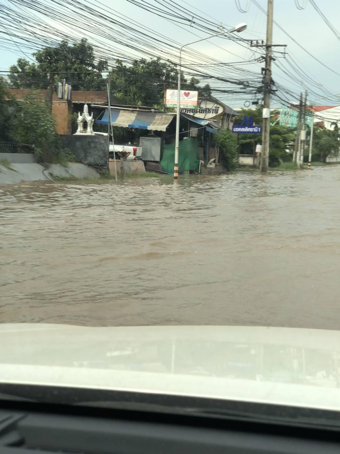 น้ำท่วมถนนเหล่านาดี